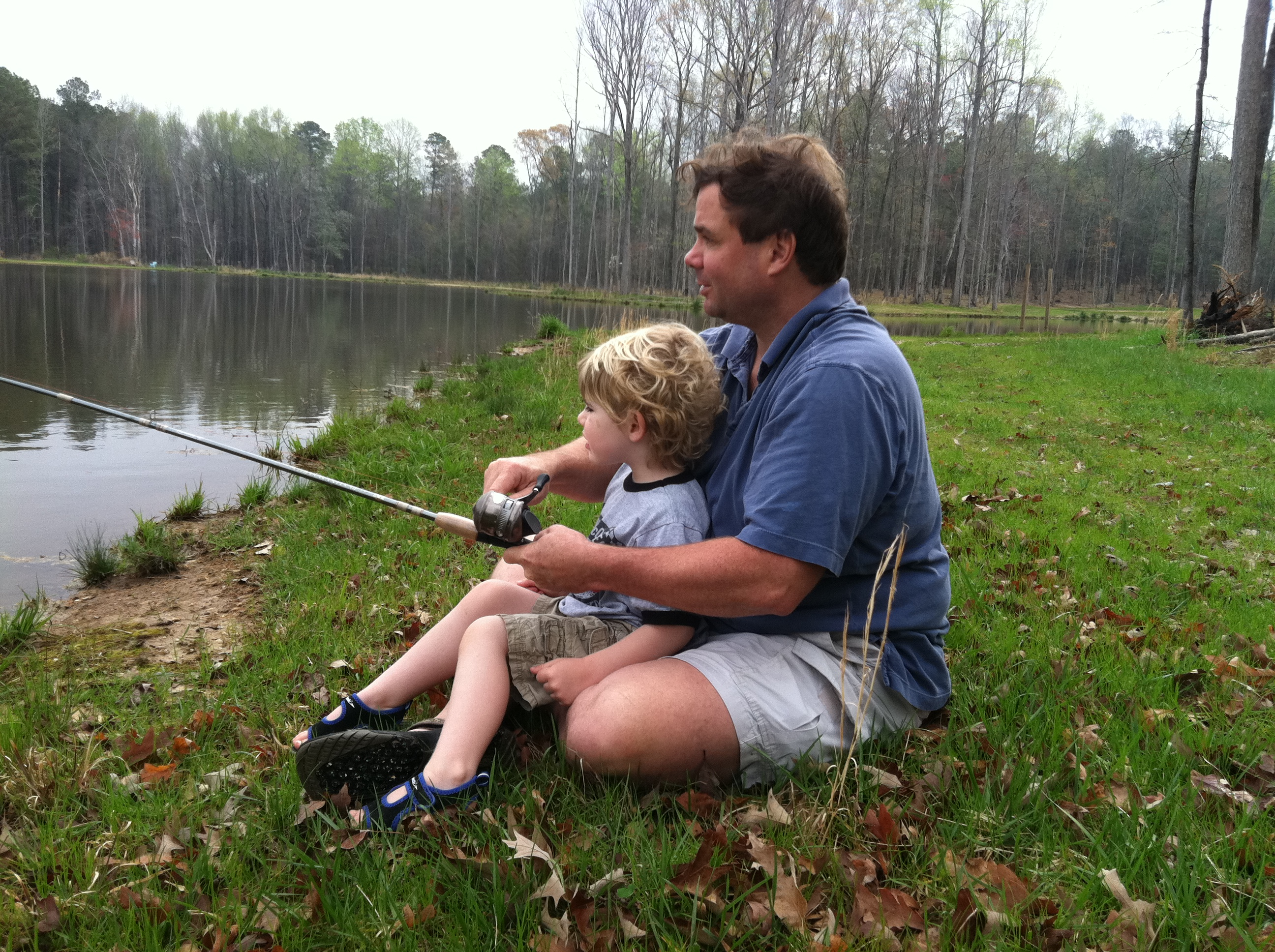 Ribolov na fotkama - Page 3 Fishing-with-dad